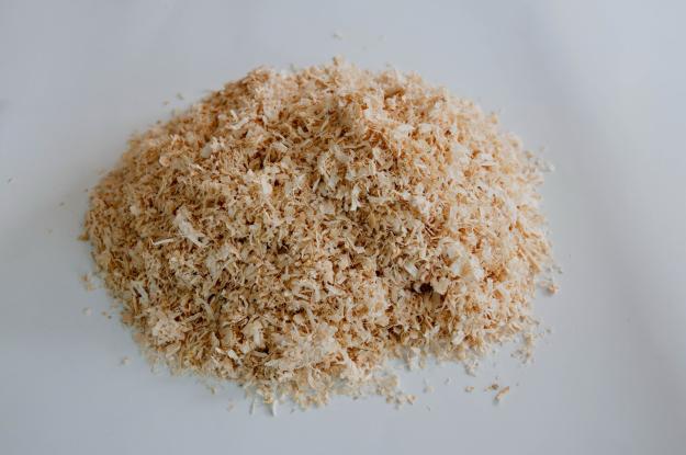 Khi sử dụng mùn cưa làm giá thể trồng rau thủy canh nên trộn chúng với cát
