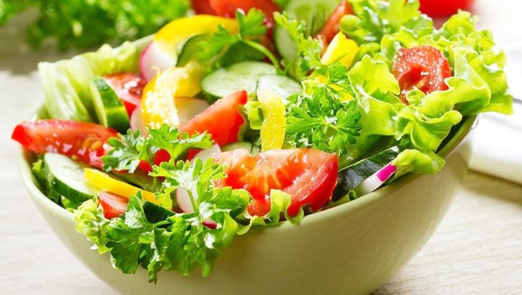 Salad trộn dầu giấm là một món ăn không thể bo qua từ rau xà lách
